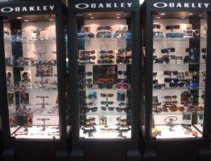 OpticalOakleyDisplay1